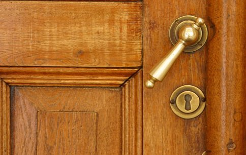 A Broken Door Knob Is Not A Particularly Difficult To Fix. The Most Common  Problems Result From The Broken Door Knob Becoming Loose In Its Fittings Or  From ...